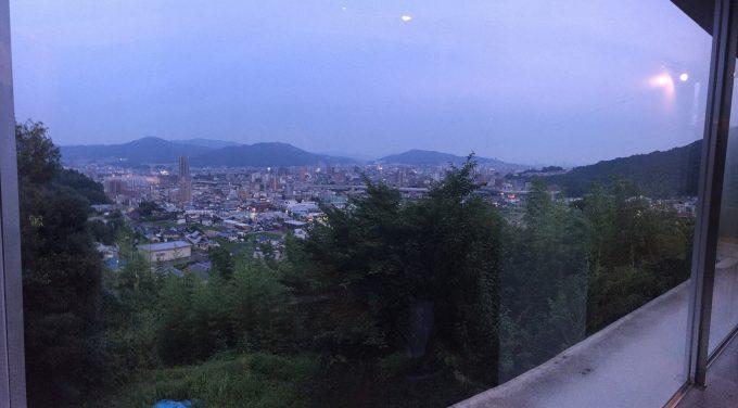 ダスティアーツ 日没の街並み