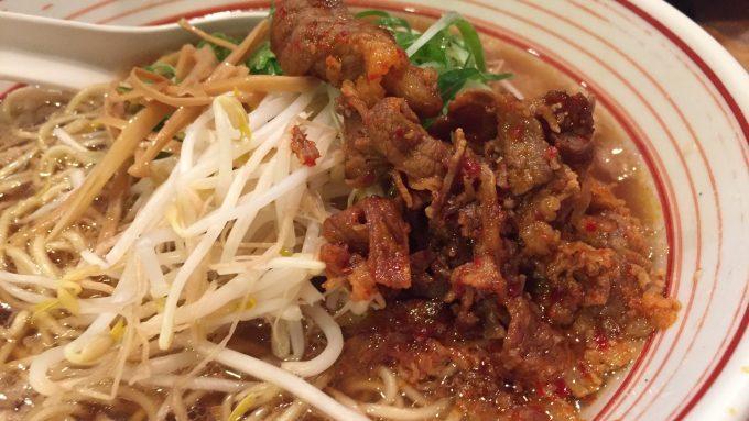 木鶏製麺所 ラーメン 接写 2