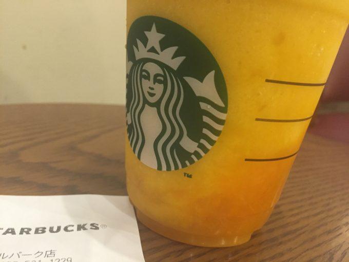 スターバックス マンゴー オレンジ フラペチーノ 飲むかき氷